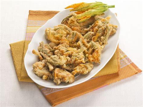 frittelle di fiori di zucca al forno ricetta frittelle di fiori di zucca al pecorino donna