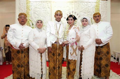 Baju Muslim Untuk Orang Tua 25 model baju kebaya orang tua pengantin terbaru 2018