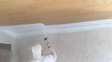 dunkle holzdecke weiß streichen ruptos wohnzimmer wei braun schwarz