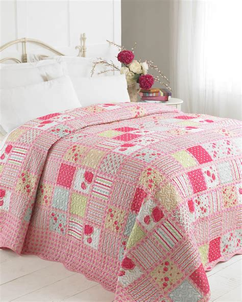 Quilted Patchwork Bedspreads - luxury patchwork quilt single multi luxury