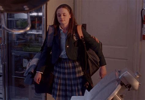 Rory Gilmore Dorm Room - 17 struggles of moving into your freshman dorm as told by
