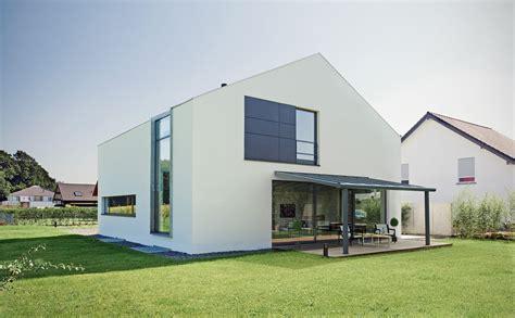 terrassenueberdachung alu alu terrassendach 0 mit solar als sonnenschutz