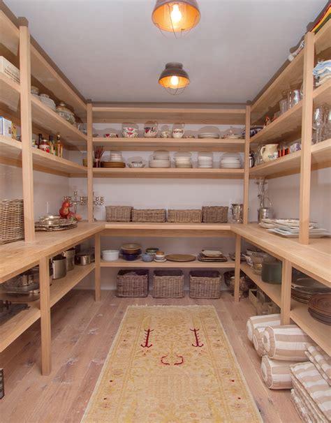 speisekammer größe vorratsraum regal konstruktion aus holz speisekammer und