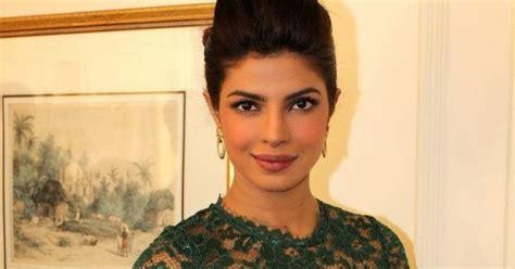 artikel judul film india lama bollywood actress priyanka chopra hot photos in green dress
