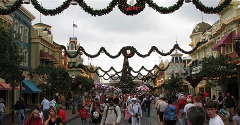 disney parks offers holiday season dining vouchers to save planning your disney world holiday vacation disney world