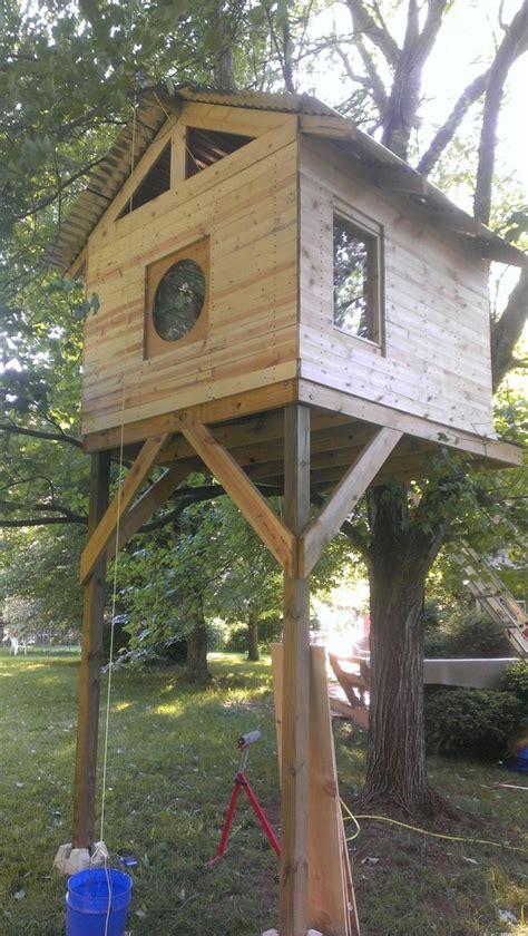 Cabane Enfant Arbre by Cabane Il Se Fabrique Une Maison Dans Un Arbre Pour 300