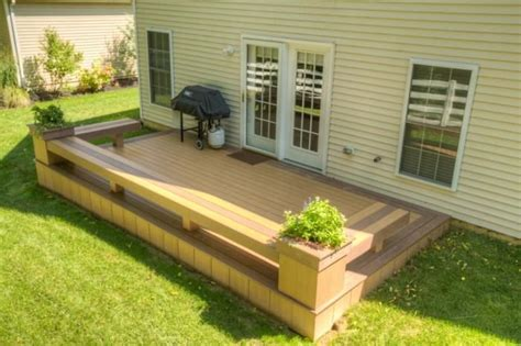 Deck Planter Bench by Low Deck With Benches And Flower Boxes Decks And Gardens