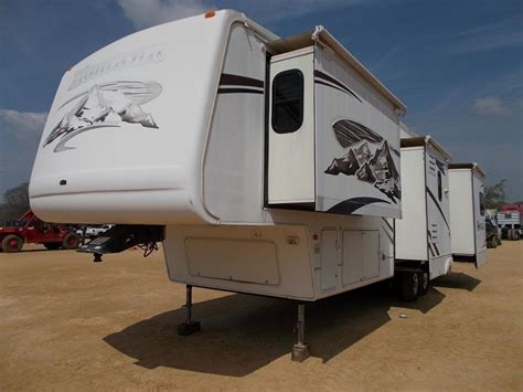 travel trailers with king bed slide out 2006 montana travel trailer s n d518598 4 slide outs