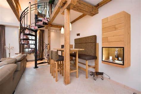 schöne wandleuchten idee treppe galerie