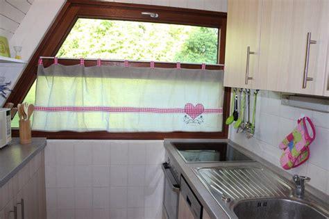 gardinen für draußen wohnzimmer rosa akzente