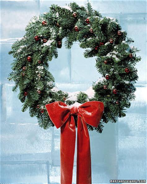 how to make a wreath 31 days of wreaths martha stewart