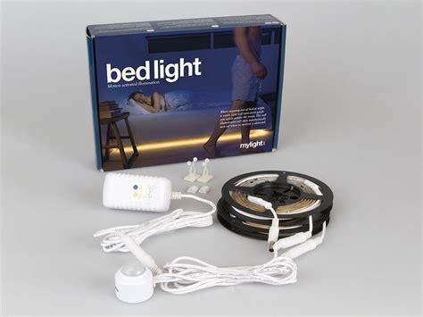 Nachtbeleuchtung Led by Led Lichtleiste Bett Mit Bewegungssesnor Coolstuff De