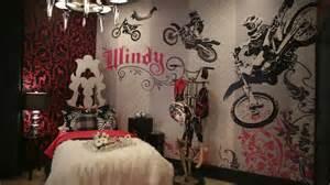 Extreme Makeover Bedrooms - dormitorio para jovencita motociclista girls bedroom en