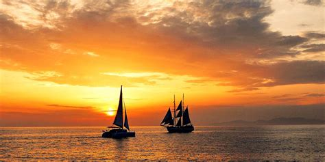 Late Sunset Sail Boat Sunset Sailing The Aegean Oia From The Sea