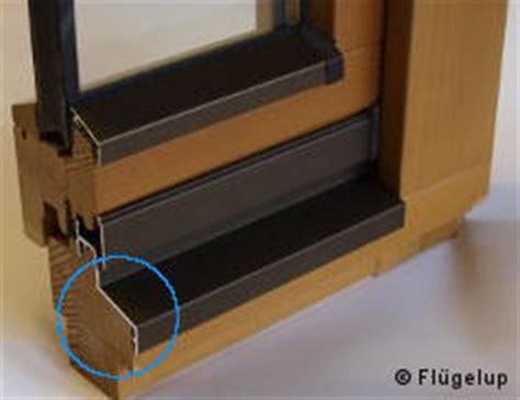 fensterbrett undicht fl 252 gelabdeckprofil f 252 r holzfenster wetterschutz