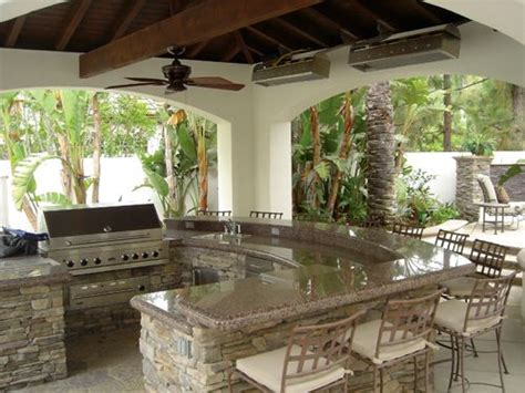 the backyard kitchen 25 best ideas about outdoor kitchens on pinterest
