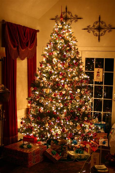 how to decorate christmas tree at home how to decorate a christmas tree like a professional