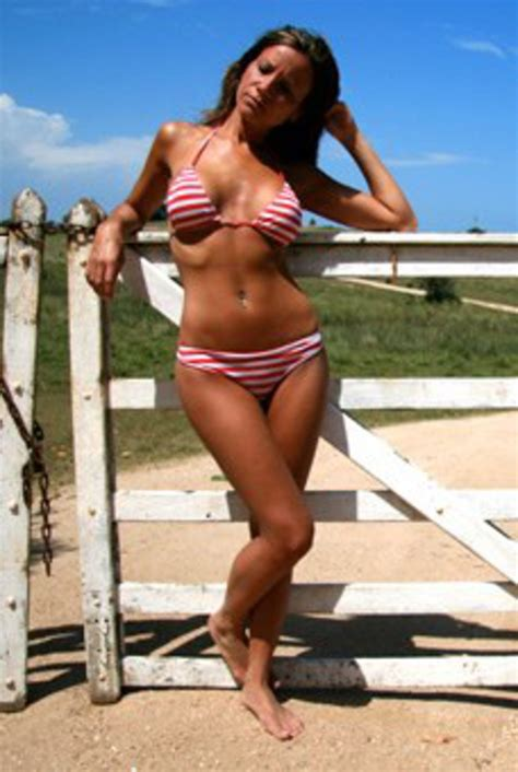 average size woman average uk women is a size 14 but bikini bodies should be 10