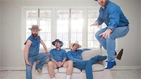 bleu bleu vulnerable comme un bebe chat videoclip une soir 233 e en humour et en musique avec bleu bleu