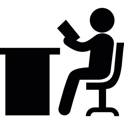 t駘馗harger icones bureau persoon lezen zittend op een bureau iconen gratis