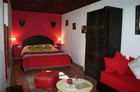 Attrayant Salon Rouge Et Blanc #3: Chambre%20rouge%20riad%20meknes%201.jpg