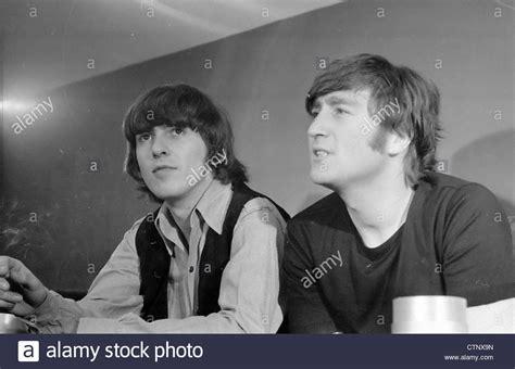 imagine de john lennon y george harrison 1965 rome stockfotos 1965 rome bilder alamy