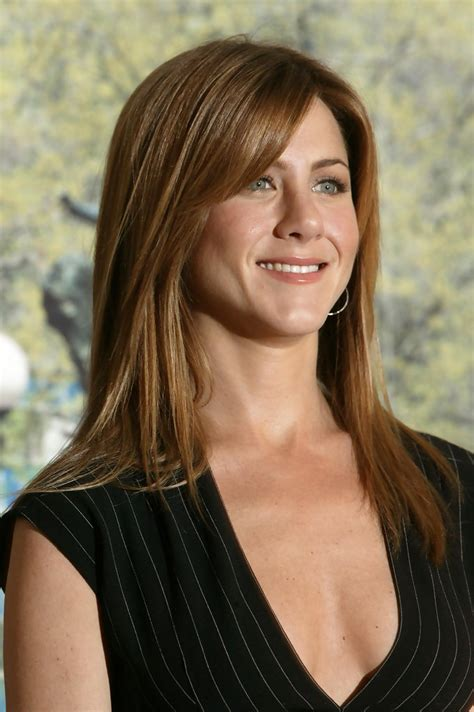jennifer aniston triangle bangs jennifer aniston long straight cut with bangs looks