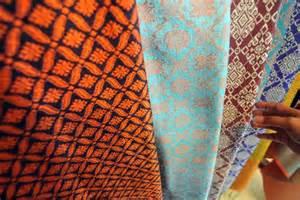 Bibit Ulat Sutera daun singkong bisa hasilkan kain sutera republika