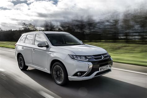 Outlander Auto by Mitsubishi Debuts Outlander Facelift In Paris Cars Co Za