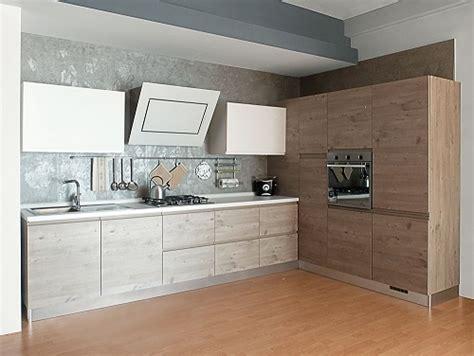 cucine con angolo dispensa cucina finitura effetto legno con dispensa ad angolo
