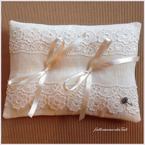 cuscino portafedi cuscino portafedi in lino bianco con pizzo vintage feste
