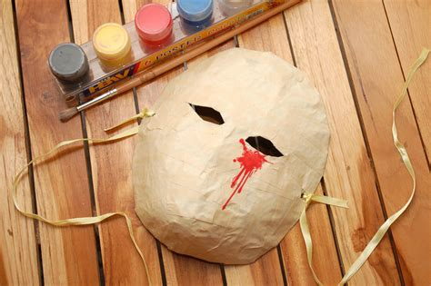 How To Make An Mask Out Of Paper Mache - how to make a mask out of tin foil and 10 steps