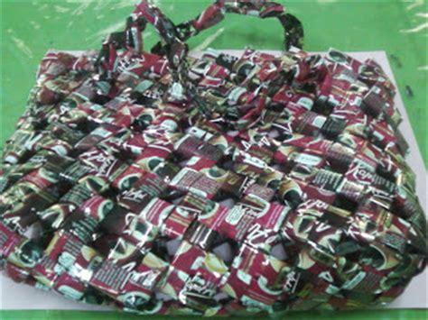 Bunga Limbah Tas Plastik daur ulang kerajinan dari bungkus kopi menjadi tas