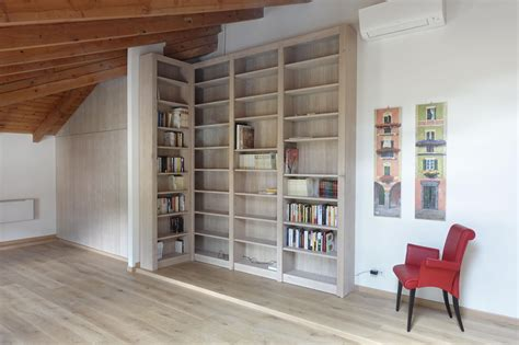 armadio libreria armadio e libreria soggiorno mansardato mansarda lgnoeoltre