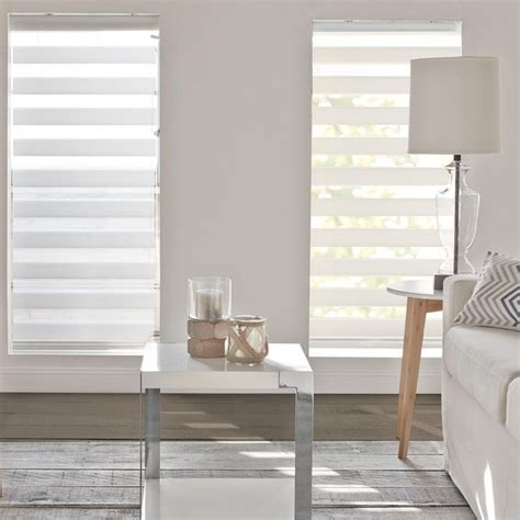 Best Blinds Store 25 Best Ideas About Roller Shades On Window