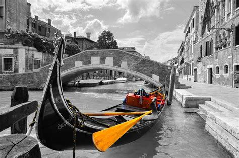 fotos blanco y negro espectaculares blanco y negro de un precioso canal de venecia con color
