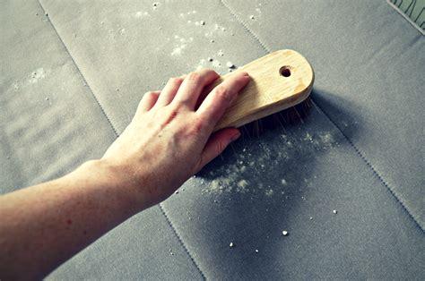 nettoyer canapé tissu bicarbonate de soude bicarbonate de soude toutes les recettes maison le