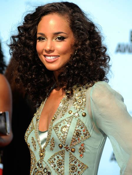 bouncy hair for black women black women wedding hairstyles alicia keys