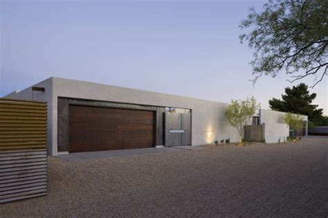 a modern courtyard house in phoenix design milk bloglovin the six courtyard houses in arizona by ibarra rosano