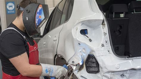 reparatur werkstatt autofahrer und werkstatt streiten weniger autohaus de