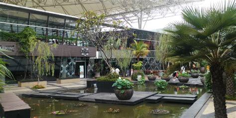 nongkrong casual  mall  tembok  breeze bsd