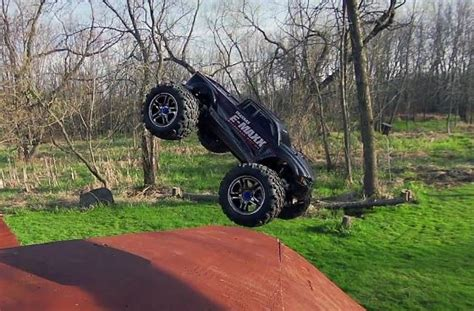 backyard freestyle backyard bmx freestyle session with a traxxas brushless e