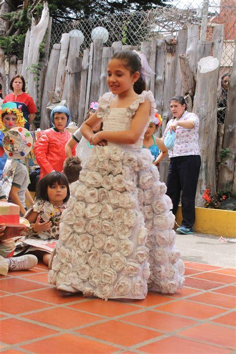 vestidos hechos con materiales reciclados un blog verde un lindo vestido de novia desfile de vestidos con