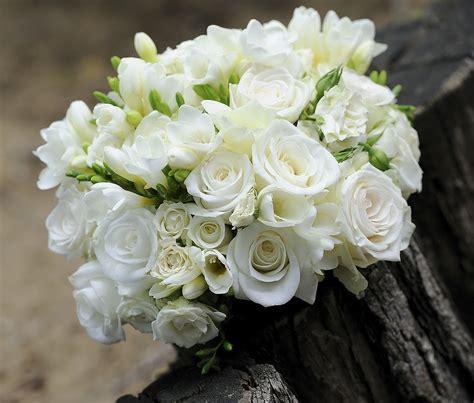 mazzo di fiori bianchi fiori bianchi per un matrimonio classico idee e