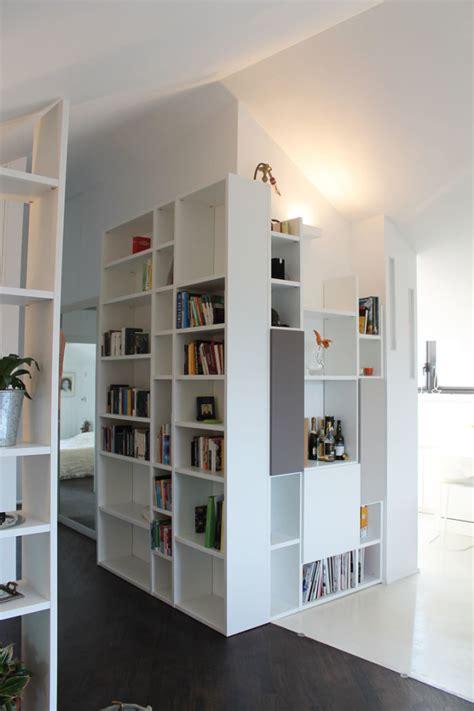 libreria valente roma awesome e arredamento di una mansarda parquet e resina e