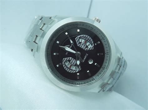 Quicksilver Tanggal Black List silver turtle stainless silver