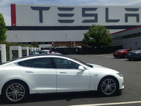 electric vehicles tesla toyota vs tesla can hydrogen fuel cell vehicles compete