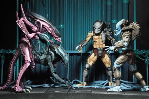 vs predator sdcc 2017 day 1 avp arcade figures god of war figure and