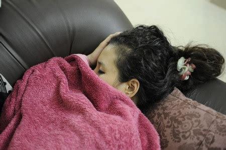 starke rückenschmerzen beim liegen gesund schlafen und gesund liegen apotheken wissen de