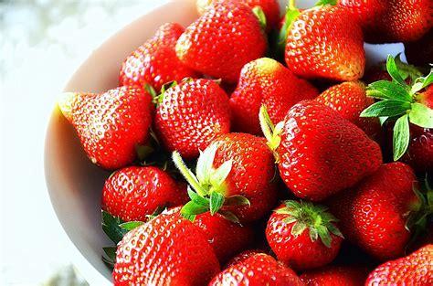 file 0825 fresh strawberries from sanok poland 2013 jpg